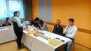 Ve Slavkově na Opavsku přišlo v sobotu před polednem k volbám již 56 procent oprávněných voličů. Průběh voleb byl bezproblémový.