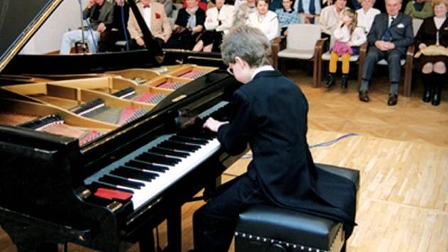 Takto vypadal první opavský koncert Lukáše Vondráčka v roce 1997.
