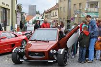 Dříve vysmívaný velorex se změnil v supermoderní stroj. Jezdit bude hlavně v Kalifornii a na Floridě.
