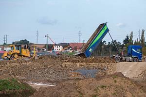 Stavební práce na obchvatu Opavy.