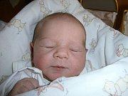 """Vendulka Vítková se narodila 22. června, vážila 3,17 kg a měřila 51 cm. """"Je to naše třetí miminko, doma už se těšili dva bráškové Marcel a Šimon,"""" řekli rodiče Roman a Iveta Vítkovi."""