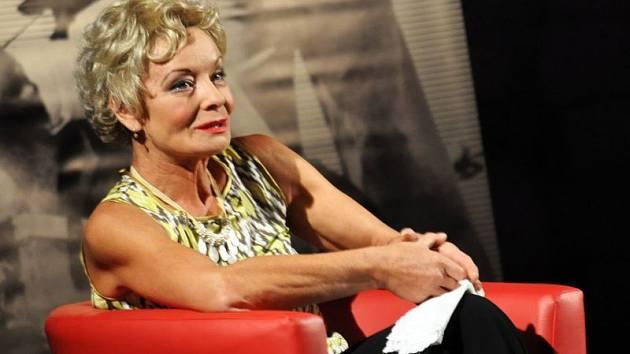 Vilma Cibulková v roli Leni Riefenstahl.