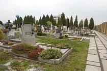 Cestičky na komárovském hřbitově už brzy opraví.
