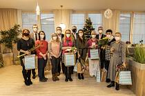 Šest zaměstnankyň Domova Bílá Opava pomáhalo v Seniorcentru Slavkov.