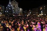 Akce Česko zpívá koledy v Opavě na Dolním náměstí.