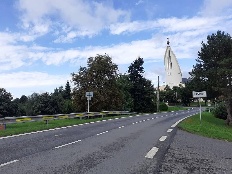 Příjezd do Hněvošic od Kobeřic.
