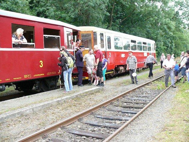 Trať mezi Opavou a Jakartovicemi má bohatou historii, vlaky na ní začaly jezdit už někdy v roce 1891.