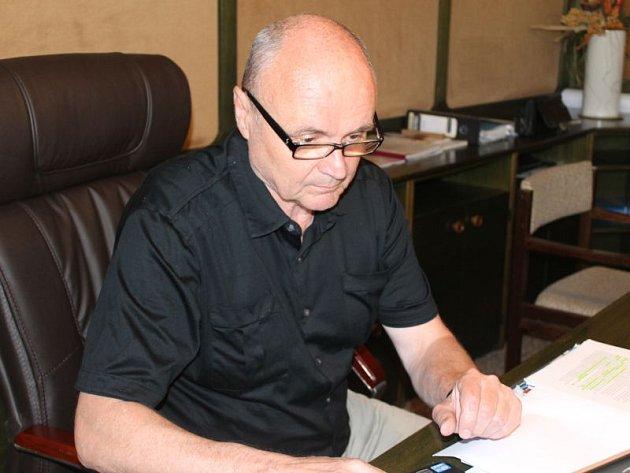 Ředitel Školního statku vOpavě Milan Novotný je také vedoucím odboru investičního a majetkového Krajského úřadu vOstravě.