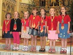 Děti z hlučínské scholy dojaly v kostele všechny diváky.