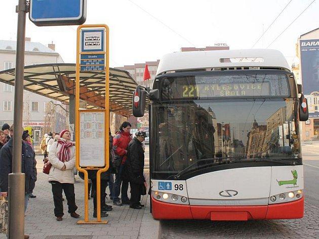 Už několik dní jezdí v Opavě městská doprava s červenými praporky. To znamená, že kvalita vzduchu se dostala až na hranici nebezpečí pro lidské zdraví.
