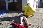 Na pilno měli nejen hasiči, ale také policie a záchranná služba při taktickém cvičení ve Vítkově-Podhradí. V místní úpravně vody došlo v rámci simulace k úniku chlóru a zranění několika osob.