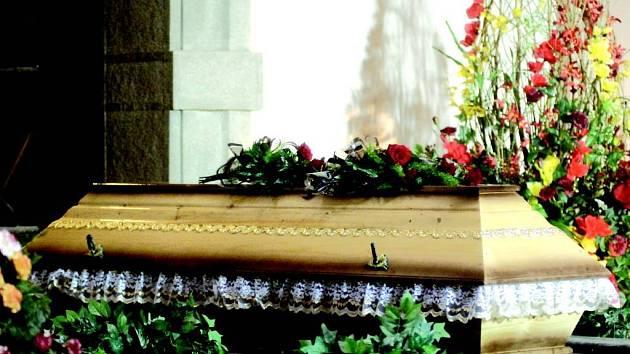 Nejjednodušší pohřeb bez obřadu vyjde na pět a půl tisíce korun.