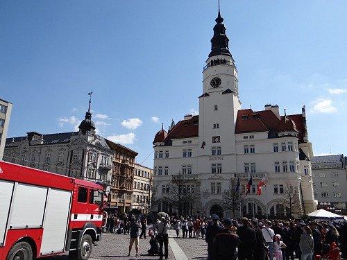 Ukázka slaňování a záchrany osob zradniční věže Hláska, okterou se postaralo lezecké družstvo zopavské stanice Hasičského záchranného sboru Moravskoslezského kraje.