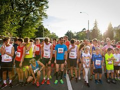Na startu pátého ročníku v Olomoucké ulici se tísnilo více než devět stovek běžců.