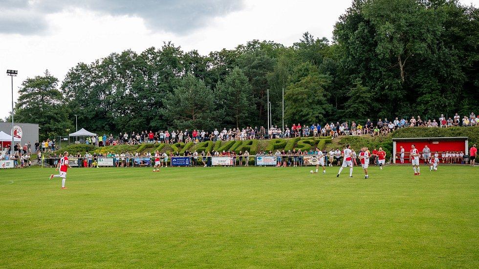 Výročí 75.let založení klubu a zápas století : TJ SLAVIA PÍŠŤ - ČESKO 2004 + SIGI TEAM 4:11