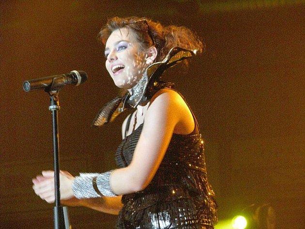 Opavané se ve čtvrtek večer mohli vydat na dva různé koncerty. Ve Slezském divadle si lidé spolu s Martou Kubišovou připomínali nejen dobu listopadu 1989. Mladší generace si pak užila produkci Ewy Farne, která vystoupila ve víceúčelové hale.