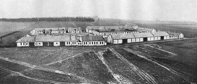 Historická fotografie školního statku.