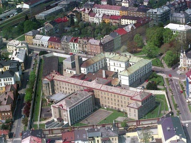 Letecký pohled na objekt opavské ženské věznice.