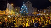 Slavnostní rozsvícení vánočního stromu na Dolním náměstí v Opavě.