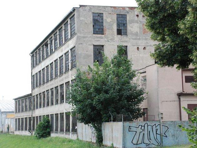 Bez využití budova opavské Karnoly chátrá už řadu let.