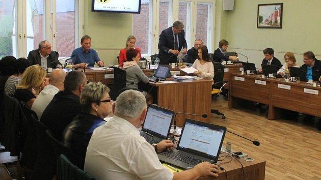 Zasedání zastupitelstva v Kravařích. Ilustrační foto.