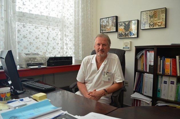Primář infekčního oddělení Slezské nemocnice vOpavě Petr Kümpel.