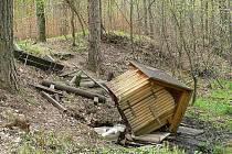 Zničená studánka u Vřesiny.