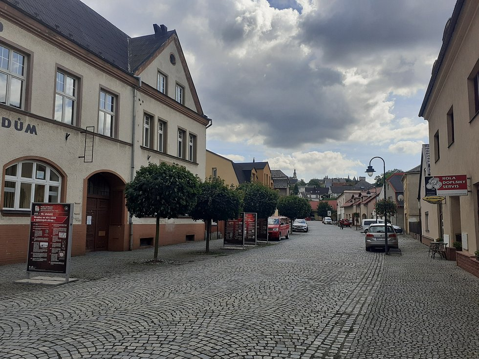 Centrum Hradce nad Moravicí tvoří ulice Podolská.
