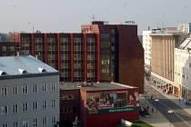 Z ptačí perspektivy. Pohled na dnešní hotel od konkatedrály Panny Marie.