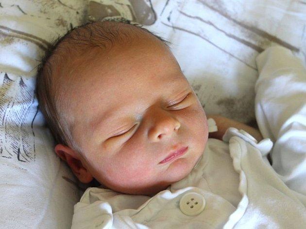 Daniel Bolacký se narodil 13. března, vážil 3,10 kilogramů a měřil 50 centimetrů. Rodiče Simona a Viktor ze Štěpánkovic přejí svému prvorozenému synovi do života hlavně zdraví.