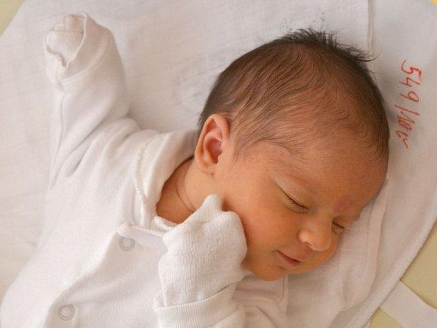 Bára Budová se narodila 11. července, vážila 3,17 kg a měřila 48 cm. Rodiče Hanka a Láďa jí přejí hlavně hodně štěstíčka a zdravíčka. Doma už se na Barušku těší bráškové.
