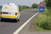 Před časem jsme informovali, že odbočka na silnici I/11 na Mokré Lazce ve směru na Ostravu patří mezi nejrizikovější místa v Moravskoslezském kraji. Problémem je ale také pro chodce a místní obyvatele.