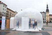 OxyBox. Stan na bázi horkovzdušného balonu je plný čističek vzduchu, a umožňuje tak návštěvníkům poznat rozdíl mezi znečištěnou atmosférou venku a pravým čistým ovzsuším. Vloni si tento vynález mohli vyzkoušet v Ostravě.