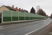 Polep bude umístěn na protihlukovou zeď v Rolnické ulici, aby do ní nenalétávali ptáci.