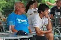 Martin Rozhon (vpravo) s velkým fotbalovým odborníkem Vilémem Kostkou.
