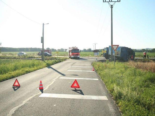 Páteční dopravní nehoda mezi Brankou u Opavy a Opavou, kde se střetl osobní vlak s nákladním automobilem.