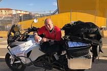 Tomáš Papuga se svou motorkou.