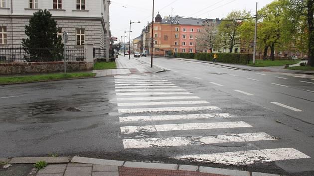 Díry z křižovatky Lidické a Olomoucké jsou již minulostí. Před časem byly opraveny.