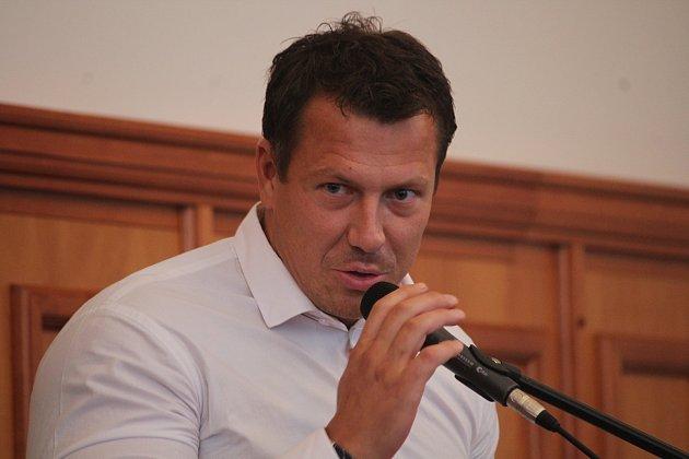 Mimořádné jednání zastupitelstva vOpavě oprodeji Slezského FC Opava.