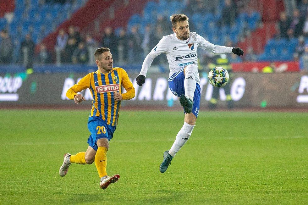 Utkání 18. kola fotbalové Fortuna ligy: FC Baník Ostrava - SFC Opava, 29. listopadu 2019 v Ostravě. Na snímku (zleva) Karol Mondek, Milan Jirásek.