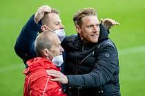 Alois Skácel se s Radoslavem Kováčem raduje z vedoucího gólu