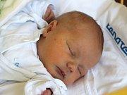 Alex Lehnert se narodil 7. května, vážil 3,53 kilogramů a měřil 49 centimetrů. Rodiče Marie a Pavel z Dolního Benešova – Zábřehu mu do života přejí zdraví a Boží požehnání. Na Alexe se už doma těší tří a půl roční bráška Maxík.