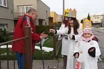 Koledníci Charity Hlučín zahájí Tříkrálovou sbírku během pátku.