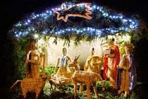 V Moravici před nedávnem dokončili betlém v životní velikosti, který se skládal z pěti slaměných soch vysokých jeden a půl až dva metry, jesliček s Ježíškem a zvířátky.