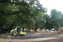 Nepovolaným vstup zakázán. V parku jsou v tuto chvíli práce v plném proudu.
