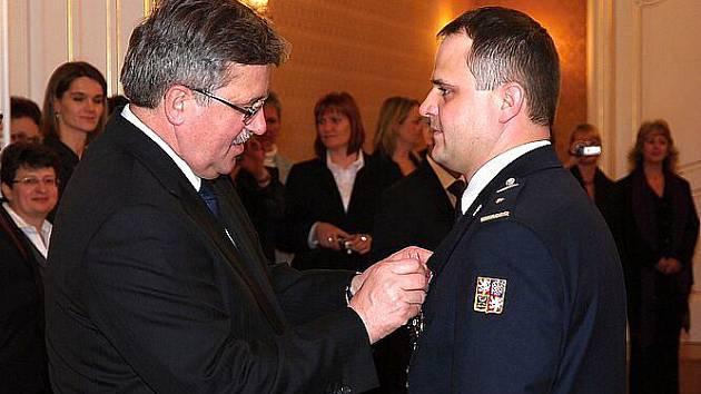 Mezi těmi, kteří dostali polské vyznamenání, jsou i čtyři hasiči z Hlučína, kteří loni bojovali proti povodni na polském území.