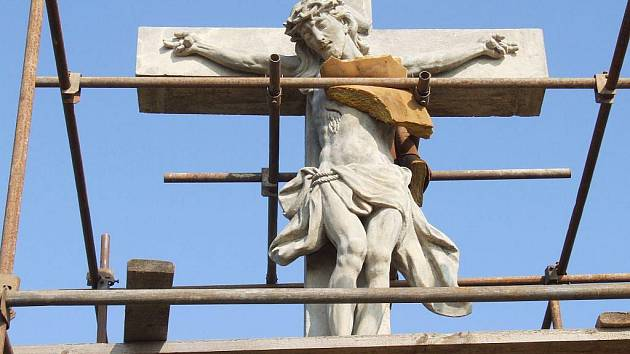 Werkmannovi restaurátoři se pustili do komplexní renovace křížové cesty v Rudě, jejíž dominantou je dvanácté, vrcholové zastavení Krista.