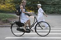 Cyklistka Kateřina Navrátilová vsadila na pohodlí městského kola. Funguje stejně jako klasické sportovní kolo, přesto působí stylověji.