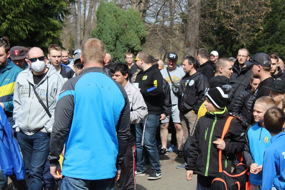 Opavští fanoušci přišli hráče podpořit před odjezdem do Ostravy