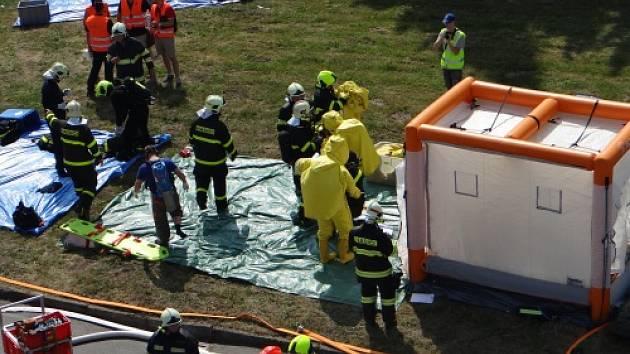 Hasiči z Opavska a Ostravy dnes zasahovali při úniku amoniaku v areálu opavské firmy Bidfood. Jednalo se pouze o taktické cvičení.